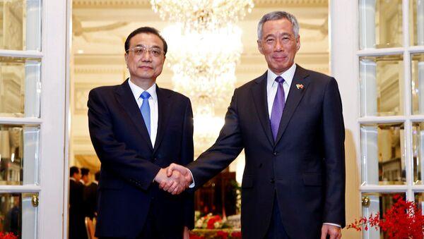 Thủ tướng Quốc vụ viện CHND Trung Hoa Lý Khắc Cường và Thủ tướng Singapore Lý Hiển Long - Sputnik Việt Nam