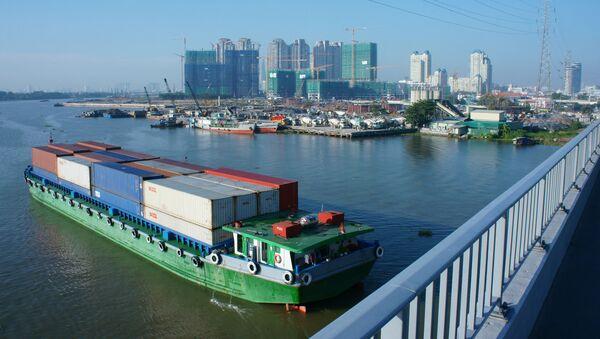 Tàu chở hàng trên sông Sài Gòn, thành phố Hồ Chí Minh, Việt Nam - Sputnik Việt Nam