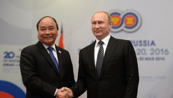 Сuộc họp giữa Tổng thống Nga Vladimir Putin và Thủ tướng nước Cộng hòa xã hội chủ nghĩa Việt Nam Nguyễn Xuân Phúc - Sputnik Việt Nam