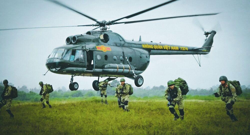 Xem lính Việt Nam diễn tập đổ bộ tấn công
