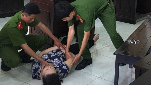 Bị cáo Phúc ngất xỉu. - Sputnik Việt Nam