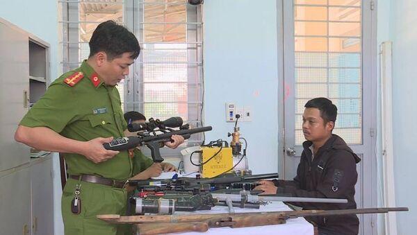 Nhiều khẩu súng tự chế đã được thu giữ - Sputnik Việt Nam