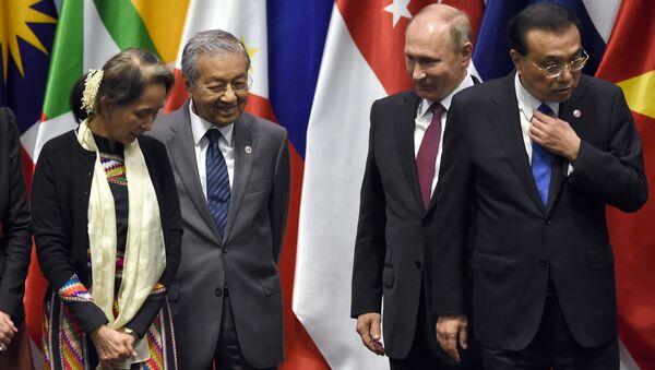 Jacinda Ardern, Aung San Suu Kyi, Mahathir Mohamad, Vladimir Putin và Li Keqiang - Sputnik Việt Nam