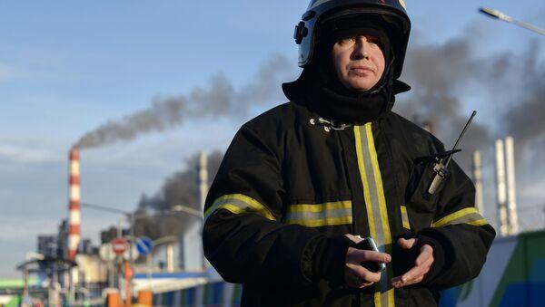 Dập tắt một đám cháy lớn tại nhà máy lọc dầu ở Kapotnya, Matxcơva - Sputnik Việt Nam
