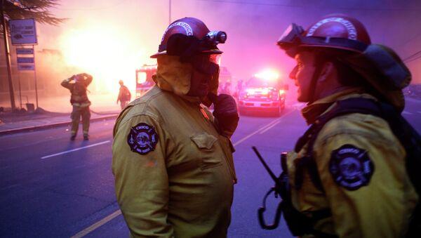 Hoa Kỳ tìm kiếm gần 1.300 người mất tích trong cháy rừng California - Sputnik Việt Nam