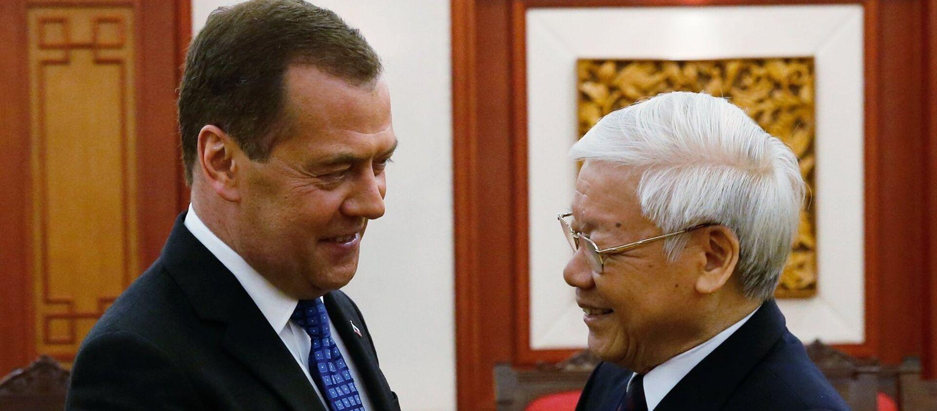 Thủ tướng Nga Dmitry Medvedev và Tổng Bí thư Ban Chấp hành Trung ương Đảng Cộng sản Việt Nam, Chủ tịch nước Nguyễn Phú Trọng tại một cuộc họp tại Hà Nội. - Sputnik Việt Nam, 1920, 08.02.2021