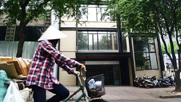 Ngày 22/6/2011, UBND TP có quyết định 3163 cho phép công ty của Vũ nhôm sử dụng khu đất số 8 Nguyễn Trung Trực (quận 1) với thời hạn 50 năm. Khu đất nằm sát khuôn viên Thư viện Tổng hợp từng được UBND TP.HCM cho phép sử dụng để mở rộng thư viện từ trước năm 1995.  - Sputnik Việt Nam