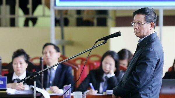 Bị cáo Phan Văn Vĩnh, nguyên Tổng cục trưởng Tổng cục cảnh sát, trả lời trước tòa. - Sputnik Việt Nam