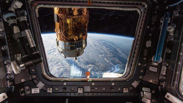Tàu vận tải vũ trụ của Nhật Bản H-II Transfer Vehicle từ cửa sổ Trạm ISS - Sputnik Việt Nam
