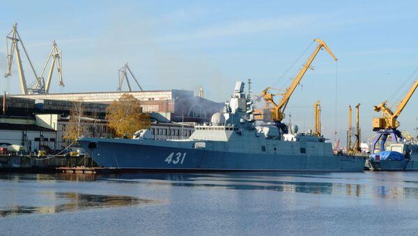 Tàu dự án 22350 Đô đốc Kasatonov tại xưởng đóng tàu Severnaya Verf ở St. Petersburg - Sputnik Việt Nam
