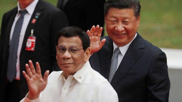 Chủ tịch Trung Quốc Tập Cận Bình và Tổng thống Philippines, Rodrigo Duterte tại Manila - Sputnik Việt Nam