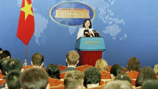 Phó Phát ngôn Bộ Ngoại giao Nguyễn Phương Trà trả lời câu hỏi của các phóng viên. - Sputnik Việt Nam