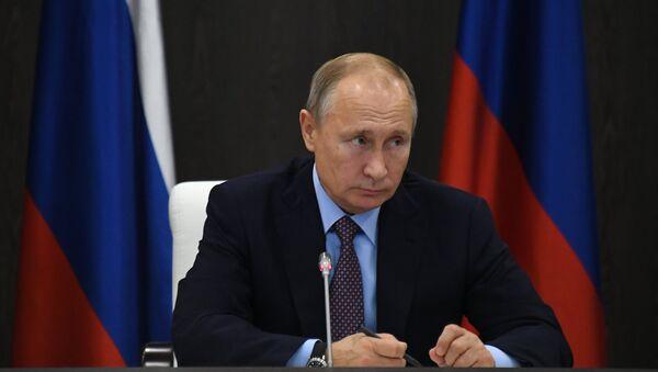 Tổng thống Nga Vladimir Putin chủ trì cuộc họp về tổ hợp công nghiệp quân sự ở Anapa - Sputnik Việt Nam