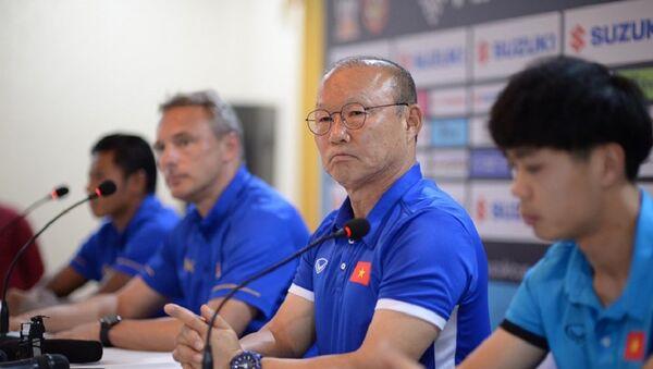 Huấn luyện viên Park Hang-seo và Công Phượng - Sputnik Việt Nam
