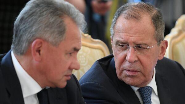 Bộ trưởng Ngoại giao Sergei Lavrov và Bộ trưởng Quốc phòng Sergei Shoigu - Sputnik Việt Nam
