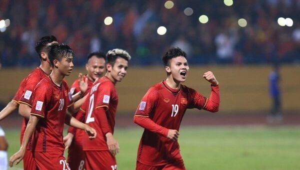 Quang Hải (số 19), tác giả của bàn thắng thứ 2, có khởi đầu thành công khi được đá ở vị trí tiền vệ cánh phải sở trường - Sputnik Việt Nam