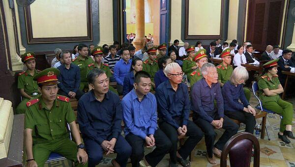 Xét xử vụ án thiệt hại hơn 3.608 tỷ đồng tại Ngân hàng Đông Á: Trần Phương Bình, Phan Văn Anh Vũ hầu tòa - Sputnik Việt Nam
