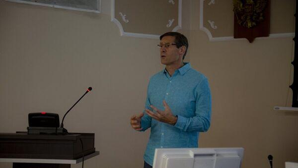 Giáo sư Vật lý John Lajoie từ Đại học Iowa (Mỹ) - Sputnik Việt Nam