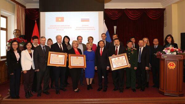 Lễ trao tặng Huân chương Hữu nghị cho ba trường đại học Nga - Sputnik Việt Nam