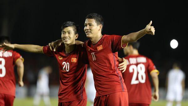 Phan Văn Đức nâng tỉ số cho Đội tuyển Việt Nam lên 2-1 vào đầu hiệp 2. - Sputnik Việt Nam