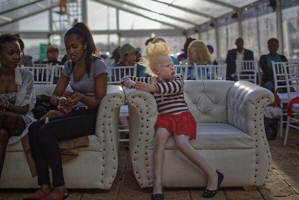 """Cuộc thi sắc đẹp dành cho người bạch tạng """"Mr. & Miss Albinism East Africa"""" ở Kenya - Sputnik Việt Nam"""