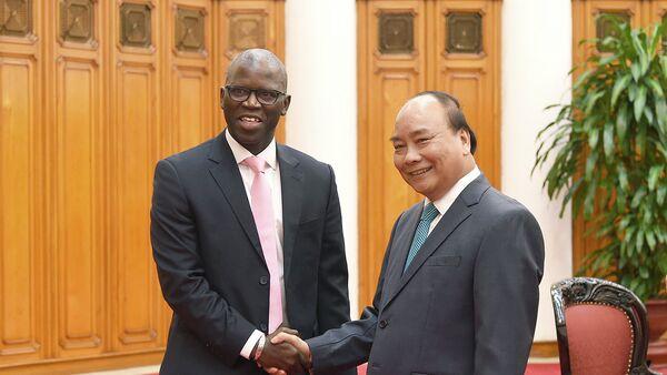 Thủ tướng Nguyễn Xuân Phúc tiếp ông Ousmane Dione, Giám đốc WB tại Việt Nam - Sputnik Việt Nam