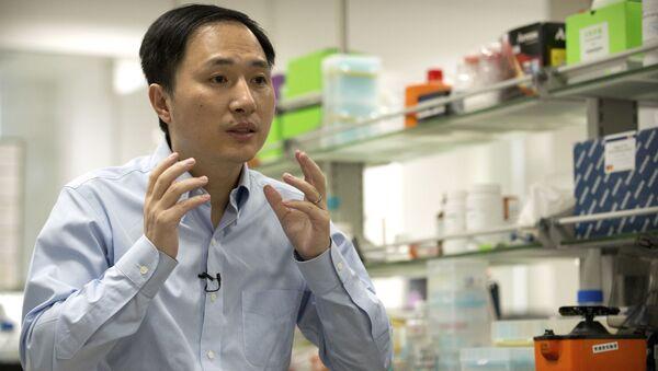 Ông Hạ Kiến Khuê - nhà khoa học Trung Quốc có tuyên bố chấn động về việc tạo ra hai em bé được chỉnh sửa gen đầu tiên trên thế giới - Sputnik Việt Nam