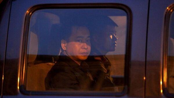 Vũ nhôm lên xe tù về trại giam ở Củ Chi sau một ngày dài thức dậy từ 4 giờ sáng để đến tòa - Sputnik Việt Nam
