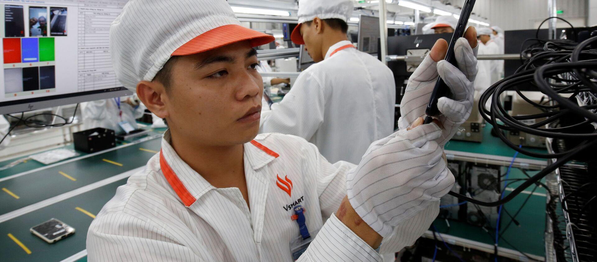 Sản xuất smartphone Vingroup Vsmart tại Hải Phòng, Việt Nam - Sputnik Việt Nam, 1920, 14.12.2018