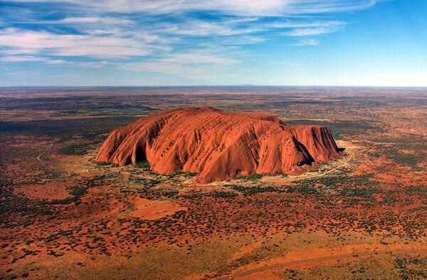 Nhà hàng ở vùng núi đá Uluru, Úc có lẽ là một trong những nhà hàng bản sắc nhất, bởi vì nó nằm trong sa mạc và không có tường, trần và sàn, thực khách có thể ngắm nhìn bầu trời đầy sao. - Sputnik Việt Nam