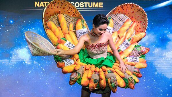 Hình ảnh Hoa hậu H'Hen Niê diện trang phục Bánh mì - Sputnik Việt Nam