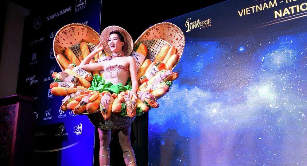 H'Hen Niê và trang phục bánh mì