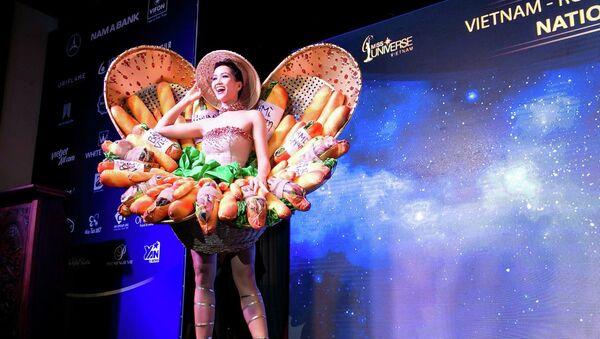 H'Hen Niê và trang phục bánh mì - Sputnik Việt Nam