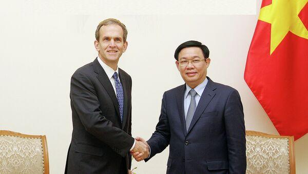 Chiều 11/12/2018, tại Trụ sở Chính phủ, Phó Thủ tướng Vương Đình Huệ tiếp ông Kent Walker, Phó Chủ tịch Cấp cao về các vấn đề toàn cầu của Google đang thăm và làm việc tại Việt Nam. - Sputnik Việt Nam