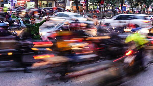 Giao thông trên đường phố Hà Nội, Việt Nam - Sputnik Việt Nam