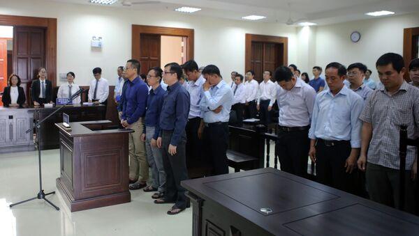 Các bị cáo tại phiên tòa ngày 12/12/2018 - Sputnik Việt Nam