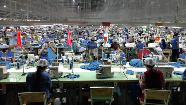 Sản xuất may mặc tại Công ty TNHH Far Eastern New Apparel Việt Nam - KCN Bắc Đồng Phú, tỉnh Bình Phước. - Sputnik Việt Nam