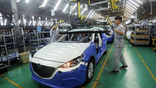 Dây chuyền lắp ráp xe Mazda của Công ty cổ phần ô tô Trường Hải, Khu kinh tế Chu Lai (Quảng Nam). Đây là biểu tượng thành công về hợp tác sản xuất trong lĩnh vực sản xuất và lắp ráp ô tô giữa Việt Nam và Nhật Bản. - Sputnik Việt Nam