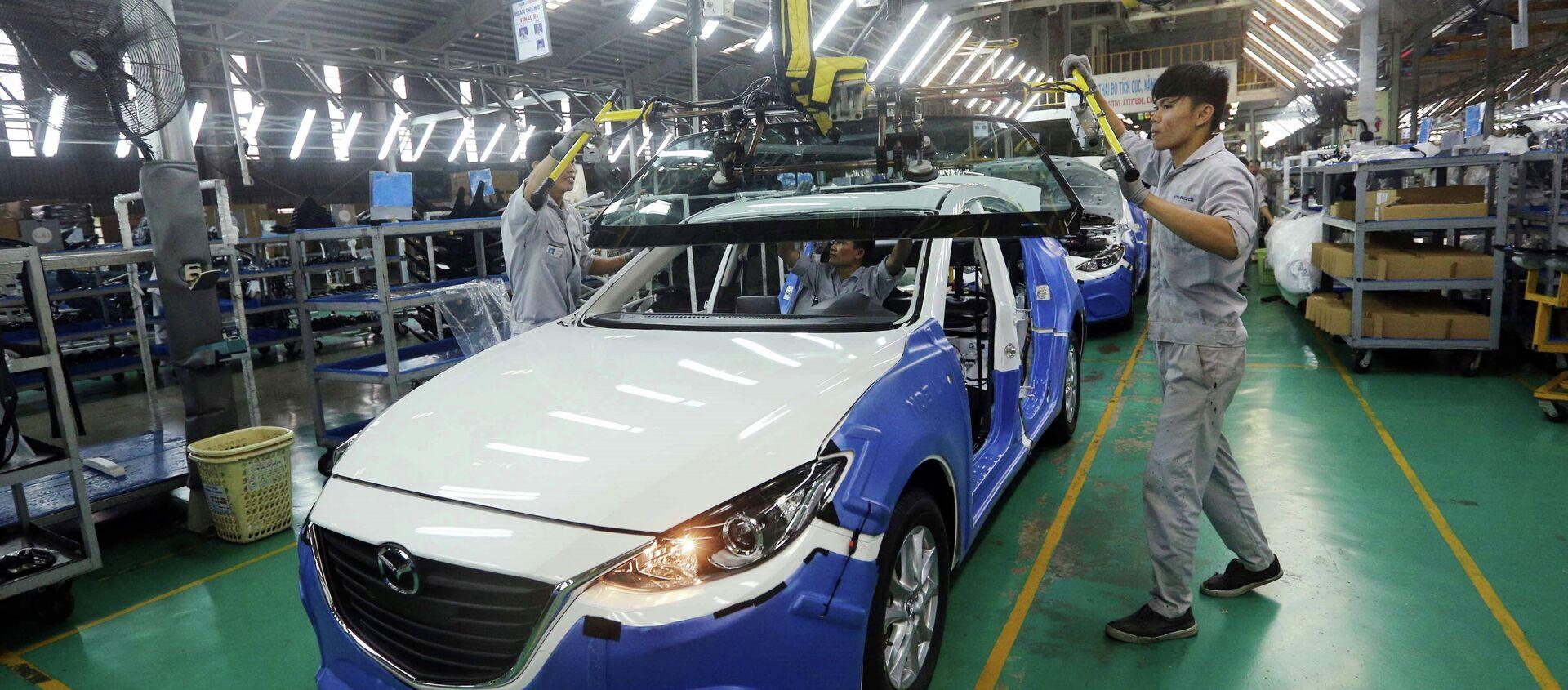 Dây chuyền lắp ráp xe Mazda của Công ty cổ phần ô tô Trường Hải, Khu kinh tế Chu Lai (Quảng Nam). Đây là biểu tượng thành công về hợp tác sản xuất trong lĩnh vực sản xuất và lắp ráp ô tô giữa Việt Nam và Nhật Bản. - Sputnik Việt Nam, 1920, 16.01.2019