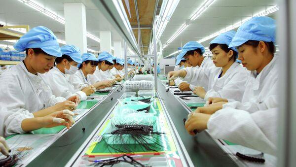 Dây chuyền sản xuất thiết bị điện tử tại Công ty TNHH Bluecom Vina, 100% vốn đầu tư của Hàn Quốc, tại khu công nghiệp Tràng Duệ (Hải Phòng). - Sputnik Việt Nam