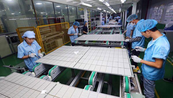 Dây chuyền sản xuất tấm pin năng lượng mặt trời tại Công ty TNHH Chế tạo Canadian Solar Việt Nam, vốn đầu tư của của Canada tại khu công nghiệp VSIP (Hải Phòng). - Sputnik Việt Nam