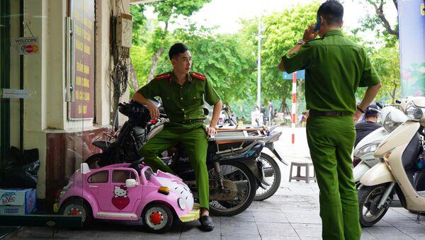 Các nhân viên cảnh sát ở Hà Nội - Sputnik Việt Nam