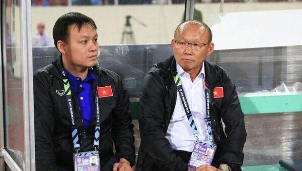Trái với dự đoán của nhiều người, ngay sau tiếng còi khai cuộc, HLV trưởng Park Hang-seo đã cho đội Việt Nam tràn lên tấn công, gây sức ép liên tục về phía phần sân của Malaysia và điều chỉnh linh hoạt đấu pháp sau khi có bàn thắng dẫn bàn. - Sputnik Việt Nam