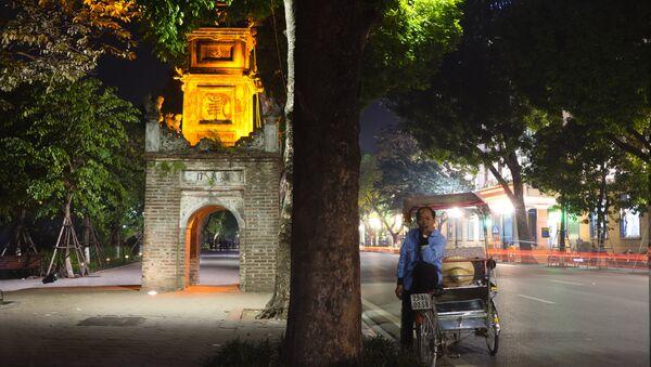 Hồ Hoàn Kiếm ban đêm - Sputnik Việt Nam
