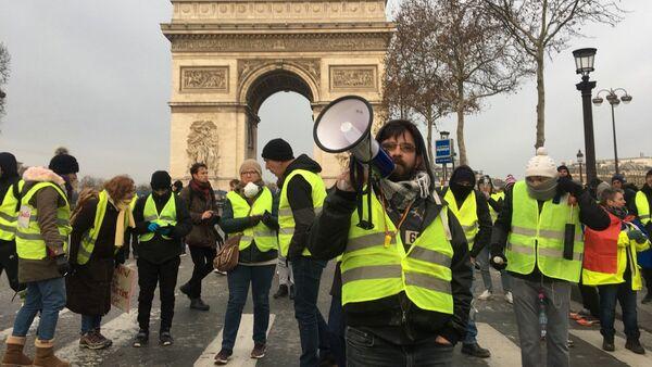 Truyền thông: khoảng 800 người tham gia vào các cuộc biểu tình áo ghi lê vàng ở Paris - Sputnik Việt Nam