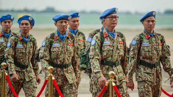 Thành viên bệnh viện dã chiến cấp 2 số 1 của Việt Nam trong ngày lên đường sang làm nhiệm vụ tại phái bộ Liên Hợp Quốc tại Nam Sudan. - Sputnik Việt Nam
