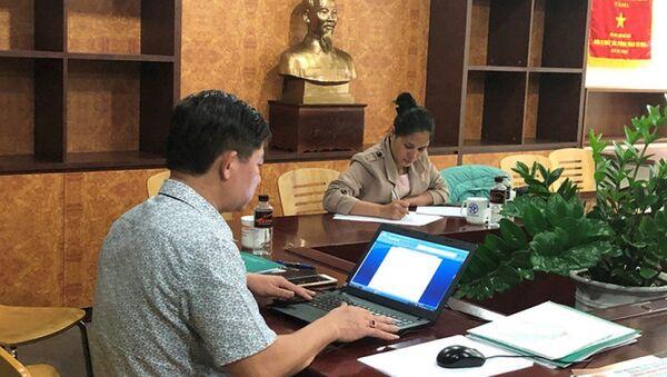Bà Võ Thị Hồng, Giám đốc Công ty TNHH Thương mại và Du lịch Golden Travel, tại buổi làm việc với Sở Du lịch Hà Nội - Sputnik Việt Nam