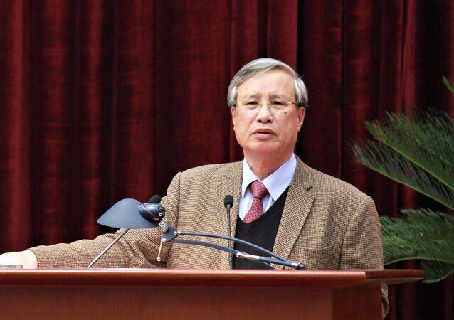 Ông Trần Quốc Vượng phát biểu tại hội nghị sáng 18.1