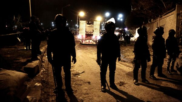Полицейские на месте взрыва туристического автобуса в Каире - Sputnik Việt Nam