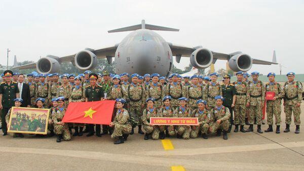 63 cán bộ, chiến sĩ bệnh viện Dã chiến cấp 2 số 1 quyết tâm hoàn thành nhiệm vụ. - Sputnik Việt Nam